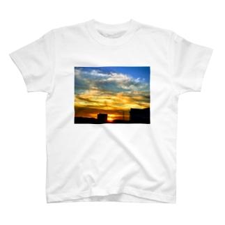 陽の沈み T-shirts