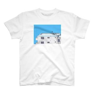 右目室外機がある屋上 T-shirts