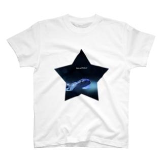 星と小さなサメ T-shirts