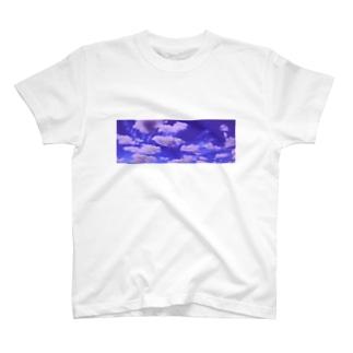 現実逃避 T-shirts
