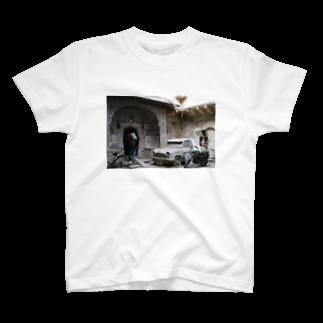 なこの部屋のOld One T-shirts