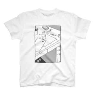 つくえ T-shirts
