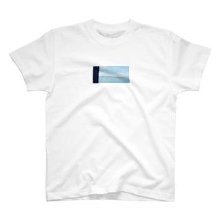 窓から見える、海のいろ。 T-shirts