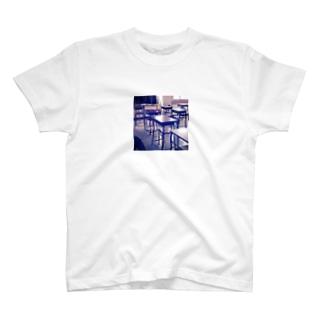 ある昼の教室で T-shirts
