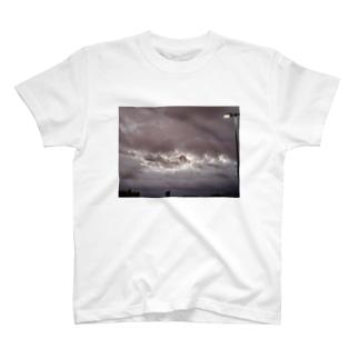 台風 静けさ T-shirts