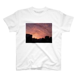 夕暮れ いわし雲 T-shirts
