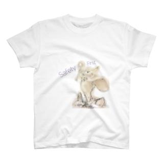 トラの威を借るウサギ(安全第一) T-shirts