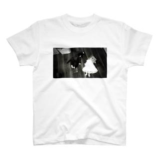 サスペンス T-shirts