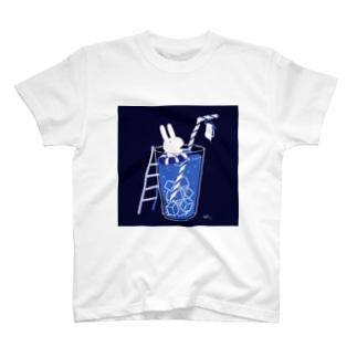 コップの海のうさぎ T-Shirt