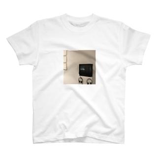 📺 T-shirts