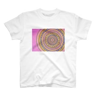 渋めピンクの曼荼羅アート T-shirts
