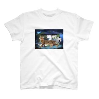 青い世界に来たネコ T-shirts
