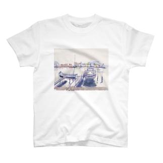 海辺、ウォーターフロント。向こう岸 T-shirts