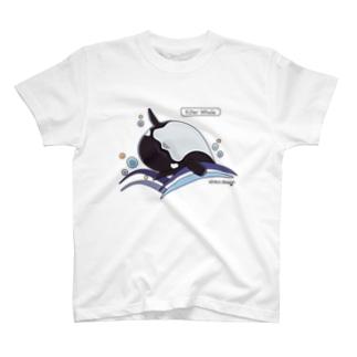 スピンジャンプ着水手前のシャチ T-shirts