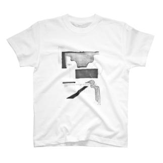 窓から見える水平線に T-shirts