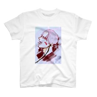 音楽を聴く君 T-shirts