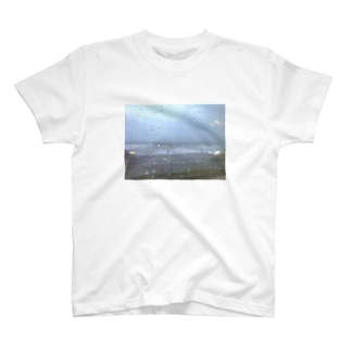 9月の雨の海 T-shirts