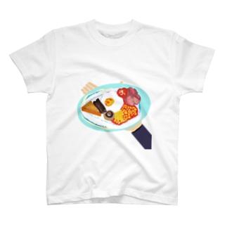 外国のホテルの朝食 T-shirts