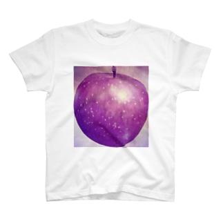 アンティークな毒林檎ひとつ T-shirts