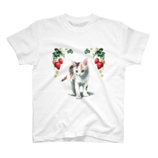 いちごと白三毛ちゃんTシャツ T-shirts