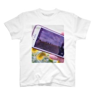携帯越しの向日葵 T-shirts