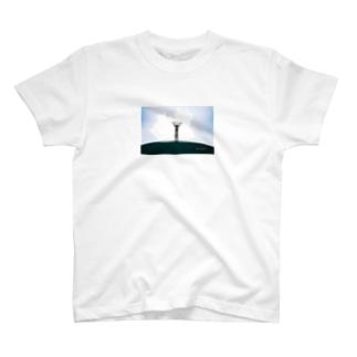 空を測る男 T-shirts
