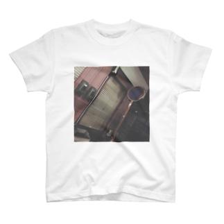 古びた街 T-shirts