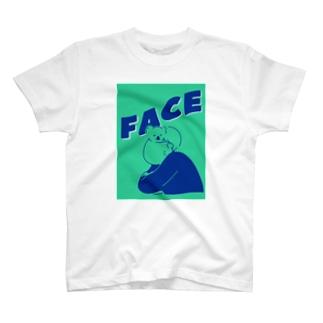 コアラ オン フェイス T-shirts