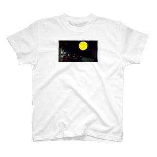 ムーンパラサイトの夜景 T-shirts