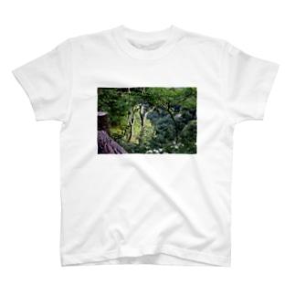 傾斜に咲き誇る花 T-shirts