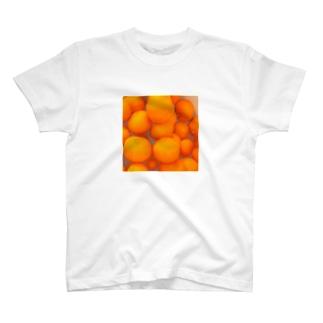 冬はみかんが大量に届くよね T-shirts
