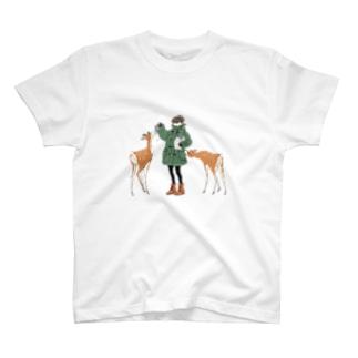 ダッフルコートと鹿 T-shirts