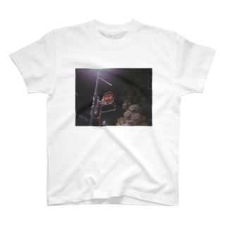 雪と消火栓 T-shirts