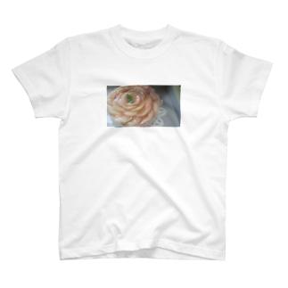 桃のケーキ T-shirts