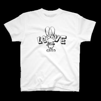 JOHNのお店のLOVEポーズ決めるウサギの黒 T-shirts