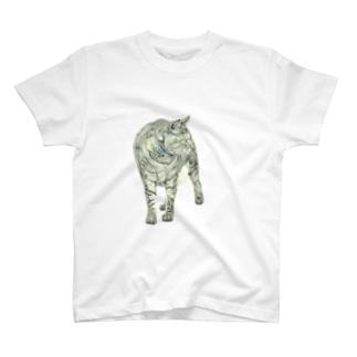 立ち竦む猫 T-shirts