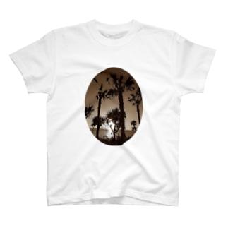 遠くの島のやし T-shirts