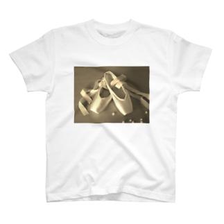 バレエ トウシューズ柄 T-shirts