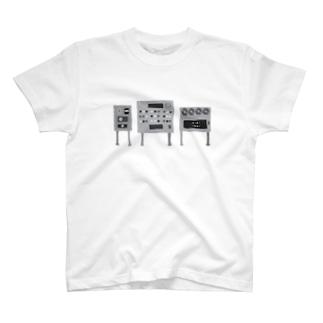 あやしげな白黒の機械 T-shirts