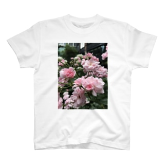 三菱一号美術館の薔薇 T-shirts