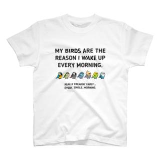 【両面】Chubby Bird (背面)オカメインコ(表)コンゴウインコ、オキナインコ、ヨウム、マメルリハ、オカメインコ、セキセイインコ、ちょっと意地悪なコザクラインコ (黒の生地は黒の文字が見えづらい為、選択しないようお願いします。 Tシャツ