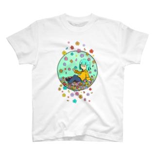 お花に囲まれ単眼ちゃん T-shirts
