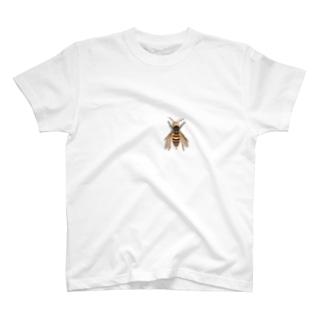 いたずらデザイン(ちょっとスズメバチついてますよ) T-shirts