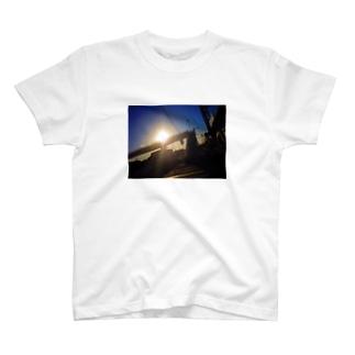 ダイナミックストリート歩道橋 T-shirts