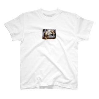 ニャー。 T-shirts