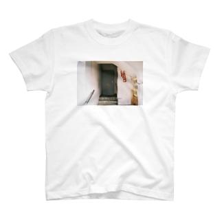 扉 T-shirts