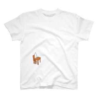 着席する T-shirts