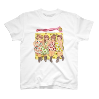 Curvy fruits girls! T-shirts