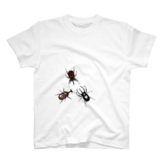 いたずらデザイン(ちょっとカブトムシついてますよ) T-shirts