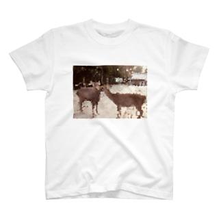 鹿の思いやり T-shirts
